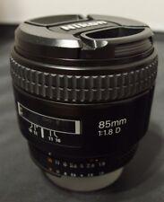 Nikon NIKKOR AF 85mm f1.8 D con cappuccio e Custodia/Borsa
