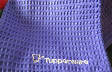 New TUPPERWARE® Large 27x19 Waffle Weave Microfiber Chef Towel Berry Bliss #10