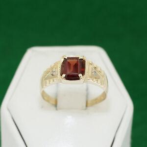 10k Solid Yellow Gold Emerald Rectangular Cut Garnet Diamond Accent Ring Size 9