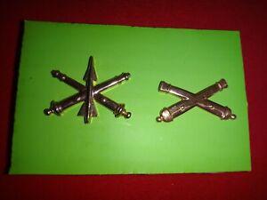 2 US Army Metal Badges: AIR DEFENSE ARTILLERY Corps + FIELD ARTILLERY corps