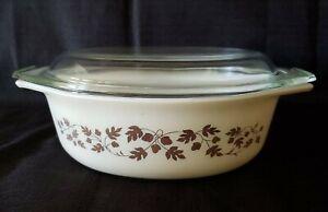 Beautiful VINTAGE PYREX Golden Leaf Acorn 1-1/2 Qt Oval Casserole Dish with lid