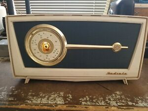AWA Radiola Model 586MA Tube radio