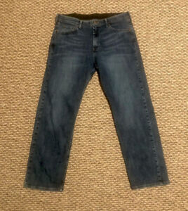 Wrangler Mens Jeans 34 x 30 Relaxed Fit - 100% Cotton - Excellent Condition