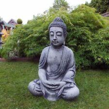 Große Skulpturen mit Buddha-Motiv