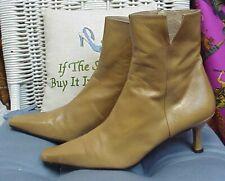 STUART WEITZMAN tan/beige leather ankle boots/booties/heels, sz. 8 1/2 M