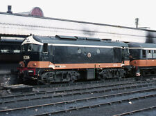 PHOTO  1973 TRAIN AT CONNOLLY RAILWAY STATION (4) THE NO. 4 PLATFORM AT THE FORM