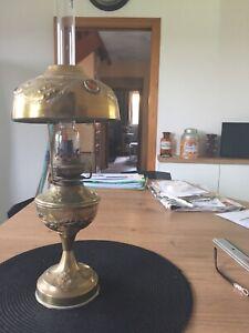 """BELLE et GRANDE LAMPE A PETROLE dite """"PARISIENNE"""" décor HOUX / début XX éme"""
