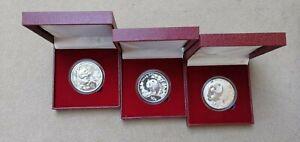 China 1995, 1997,2001,3 x10 Yuan 1Unze Panda mit Kassette dazu.