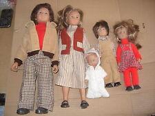 poupées , la famille Bella ,tres bel etat
