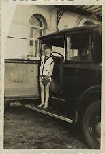 PHOTO ANCIENNE - VINTAGE SNAPSHOT - VOITURE AUTOMOBILE ENFANT MARCHE PIED DRÔLE