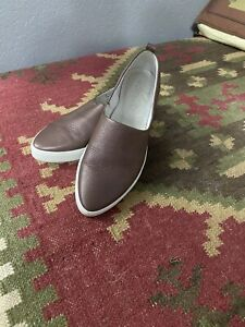 Ecco slip on leather Sneakers sz 41/10 Lightly Used Very Nice