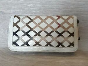 Auth Burberry Nova Check Wallet White Patent Leather Around Zipper Braided Long