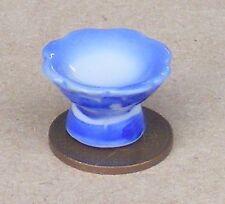 1:12 Maßstab Blau & Weiß Keramik Kuchenständer Tumdee Puppenhaus Lebensmittel