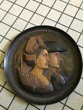 Assiette décoratif en bois sculptée Signé E. Le Neuthiec Art populaire Breton