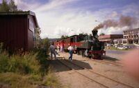 PHOTO  1988 NORWAY OSLO RAILWAY LOCO AND TRAIN