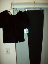 Woman's 2 Pc  Black Pant Suit by Leslie Fay Size 8P NWT