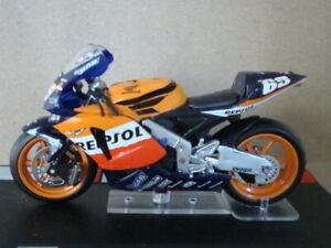 Collectible Motorbike Moto GP 1/24 - No 69 HONDA RC211V Nicky Hayden 2004