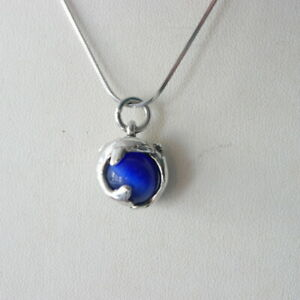 """Beautiful Silver Pendant With Blue Agate & Dollphins 18"""" Inch. 925 Silver Chaine"""