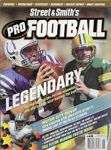 2005 Street & Smith Pro Football Yearbook Peyton Manning Brett Favre Cover