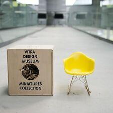 vitra Miniatur RAR Charles und Ray Eames gelb Miniatur Schaukelstuhl