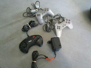 lot manettes / megadrive / playstation /alimentation megadrive 2 / en l'état
