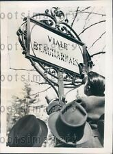 1939 Italian Students Scratch French Name of Sign Milan Press Photo