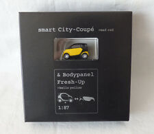 Busch / MCC Werbemodell 1:87 Smart City-Coupe mad red & Bodypanel Fresh-Up gelb