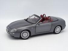 Burago SB 1/18 - Maserati Spyder Gris