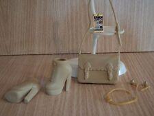 Barbie Fashionistas beige boots & Sac avec bijoux et un téléphone mobile