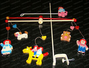 Raggedy Ann & Andy Baby Crib Mobile (Knickerbocker, 3605) 1971 Wooden Mobile