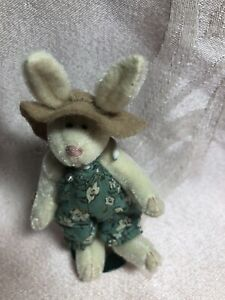 Boyds Bears T F Wuzzie ~ Rabbit With Overalls & Hat With Stand