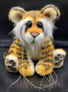 Larar a 10.5 inch Artist Tiger by Bears of Bath