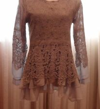 VERA WANG VERY ELEGANT COMBINATION OF LACE AND NYLON, PERFECT DETAILS, GREAT FOR