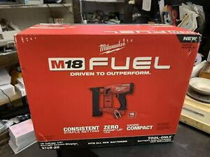 Milwaukee 2749-20 M18 FUEL Li-Ion 1/4 in. Narrow Crown Stapler (Tool Only) New