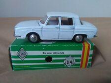 Preciosa miniatura 1:43 Renault R-10. Joal 104 Serie 100. Made in Spain.