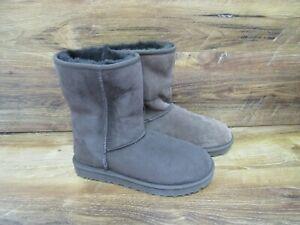New UGG Australia Women's CLASSIC SHORT II BOOT chocolate suede Boots Size 8/ 9
