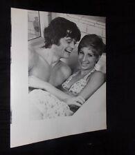 BARBRA STREISAND & MICHAEL SARRAZIN VINTAGE 10X13 CANDID PHOTO IN BATHTUB