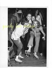 Vtg Celeb Photo Penny Marshall Jean Stapleton Cindy Williams Joan Hackett skate