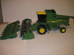 John Deere Farm Toy Tractor 8820 Titan Combine 1/24