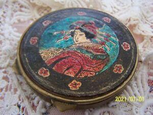 Ancien Poudrier Art Déco avec sa houppette. Décor japonisant. Geisha. N°76