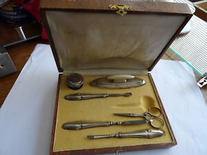 Coffret MANUCURE – métal argenté (environ année 1900)