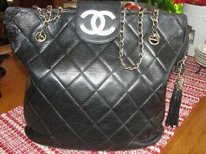 Vintage Black Mattelasse Lambskin CHANEL Purse Shoulder Bag Tote Gold Hardware