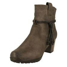 Botas de mujer botines Rieker color principal gris