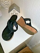 UGG wedge flip flop Leather sandals Size 5 hardly worn