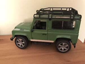 Bruder 1/16 Land Rover Defender.