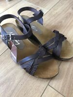 BRAND NEW MUSTANG ladies low wedge sandals in brown leather, UK SIZE 6/39