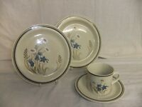 C4 Pottery Royal Doulton Lambethware - Hill Top (1977) - vintage tableware 2F4A