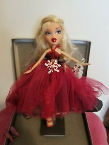 Bratz Winter Ball Beauty Cloe collector Edition with stand 1 shoe foot only