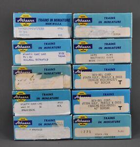 "Athearn - 10 Empty Blue 7-3/4"" Boxes"