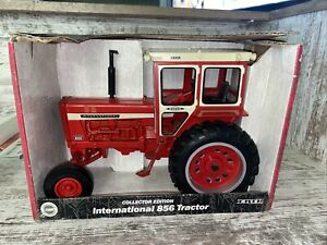 International 856 Tractor w/ Hiniker Cab 2000 Collector Edition 1/16th Ertl